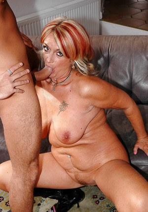 Chubby mature lady in black boots is into hardcore ass fucking