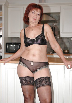 Mature babe in stockings exposes her big ass and her wet cunt