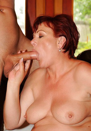 Fatty mature woman gets her twat fingered and drilled hardcore