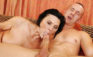 Mature miss in stockings fucks a meaty cock and gets her cunt licked