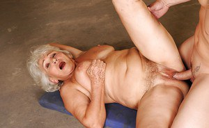 Lusty granny with flabby boobs gets a large cumshot after hardcore fucking
