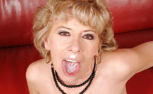 Mature lady in stockings fucking hardcore and gets cum in her mouth
