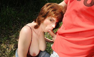 Slutty mature babe gets her shaggy pussy slammed hardcore outdoor