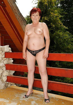 Fatty mature lady stripping off her dress and panties outdoor