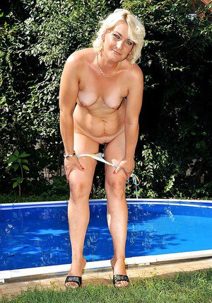 Lusty mature lady Mary Blond slipping off her bikini by the pool