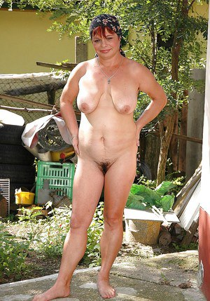 Mature big titted slut strips outdoor and spreading her butt
