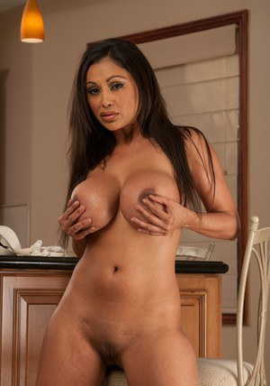 Indian MILF babe Priya Anjali Rai takes off lingerie to show her boobs