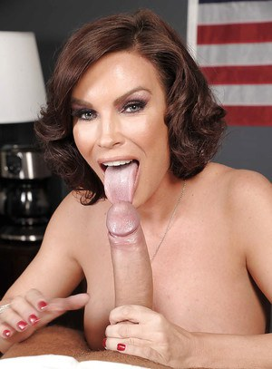 Big busted MILF Diamond Foxxx gets her cunt fucked and creampied