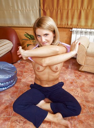 MILF babe shows off her flexy body and masturbates her cunt