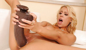 Nikky Thorne masturbating her cunt with a bottle and a huge dildo