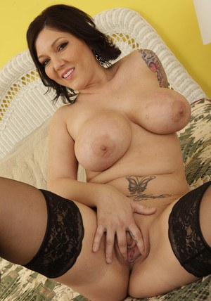 Fatty MILF babe Claire Dames gets naked to her stockings to feel pussy