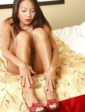 Asian MILF Keanni Lei showcasing her bare feet and toying her cunt