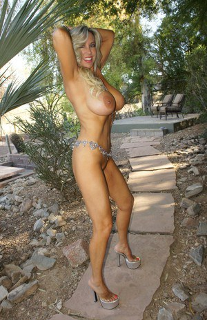 Stupendous blonde babe with big tits posing naked outdoor