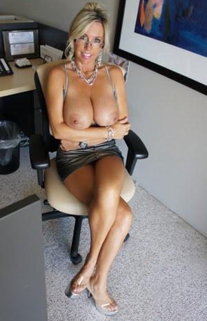 Stupendous blonde babe in sunglasses uncovering her big tits