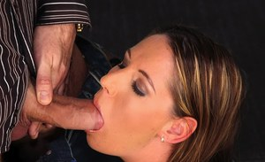 Bootylicious european babe gives a blowjob and gets shagged hardcore