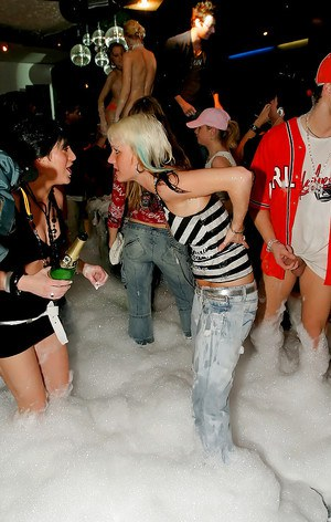 Barbara Summer & Claudia Rossi are into hardcore foam sex party