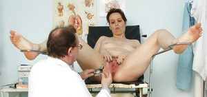 Chubby Milf with flabby tits gets her hairy cunt examed by gyno