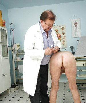 Short haired mature lady with big tits gets her pussy examed by gyno