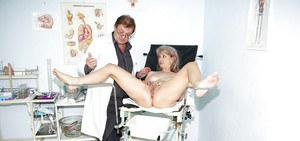 Mature lady with flabby tits stripping and pissing in gyno room