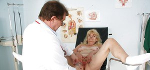 Chubby mature lady with flabby ass spreading her legs in gyno room