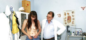 Mature brunette in jeans gets her bushy cunt examed by gyno