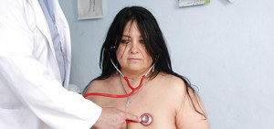 Fatty mature brunette with big tits gets her cunt examed by gyno