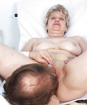 Chubby mature blonde with big tits gets her cooter examed by gyno