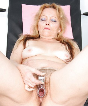 Mature lady with ample ass gets her cunt and asshole examed by gyno