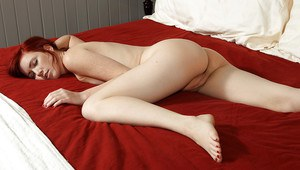 Teen babe Elle Alexandra posing naked on the bed and exposing her pink pussy
