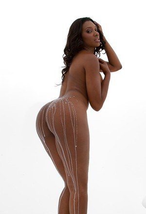 Graceful ebony babe Nyomi Banxxx showcasing her gorgeous curves