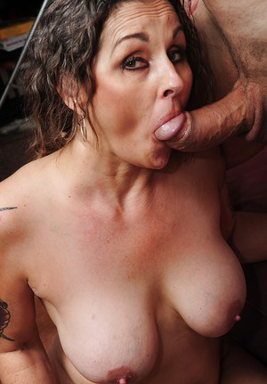 Busty mature babe Mistress Elisa gives a blowjob and get porked hardcore