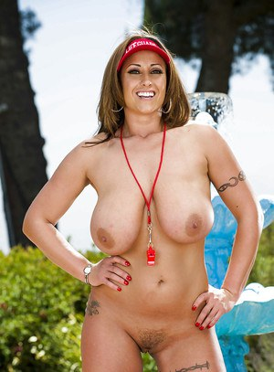 Lusty latina babe with jaw-dropping big tits Eva Notty stripping outdoor