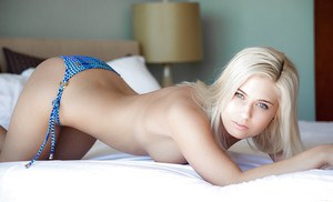 Tempting blonde babe with sweet titties Shelby Nicole taking off her bikini