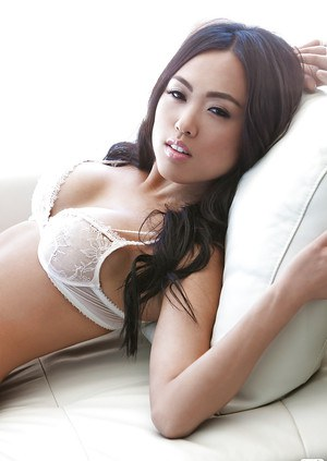 Alluring asian babe Kitty Lee showing off her tempting curves