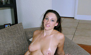 Busty MILF Melanie Hicks gives a blowjob and gets banged hardcore