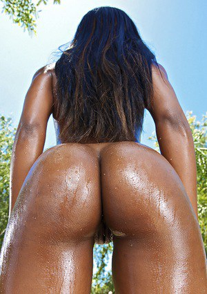 Graceful ebony babe with amazing ass Sierra Banxxx slipping off her bikini