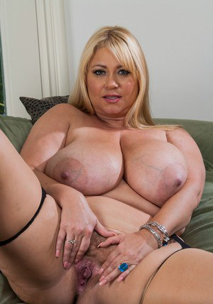 Buxom MILF with giant flabby boobs Samantha 38G taking off her clothes