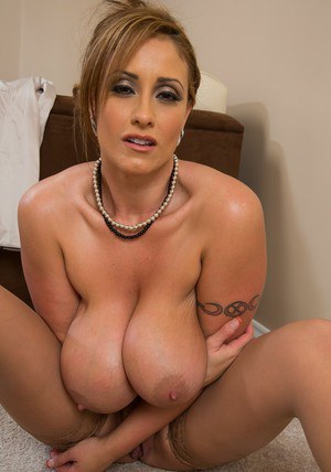 Filthy MILF with jaw-dropping big jugs Eva Notty stripping off her clothes