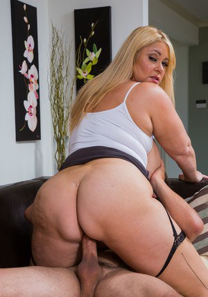 Busty plumper Samantha 38G gives a blowjob and gets fucked hardcore