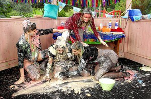 Fetish babe Alyssia Loop is into messy foodplay party with her friends