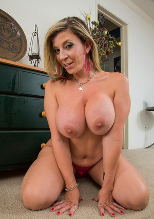 Fuckable MILF on high heels Sara Jay uncovering her curvaceous body