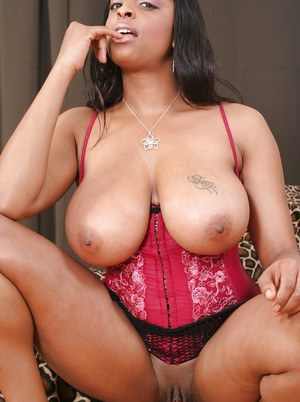 Curvaceous ebony lady Carmen Hayes uncovering her massive jugs and pussy