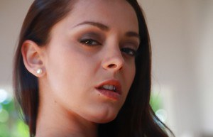 Bootylicious vixen Liza del Sierra stripping and toying her asshole