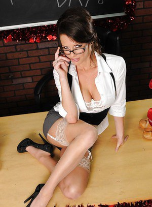 Smoking hot teacher in glasses Veronica Avluv stripping in the class