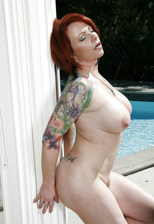 Curvy mature lady Kylie Ireland stripping off her bikini by the pool