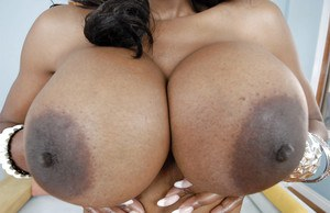 Pretty ebony babe Nyomi Banxxx uncovering her voluptuous curves
