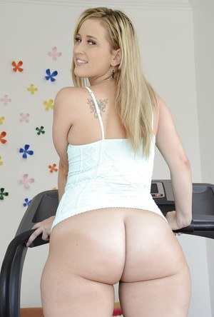 Filthy blonde babe Briella Bounce uncovering her big ample ass