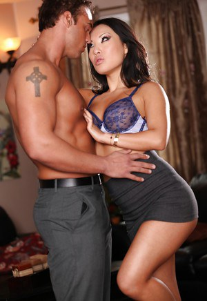 Sweet asian chick with nice jugs Asa Akira gets fucked hardcore