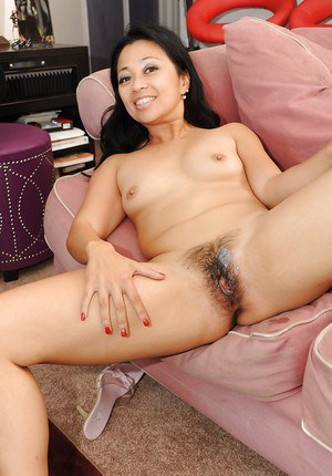 Slutty asian MILF Lucky Starr gives a blowjob and gets slammed hardcore
