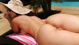 Gorgeous pornstar Jayden Jaymes slipping off her pink bikini outdoor